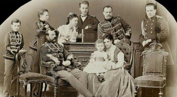 Александр II с семьей.